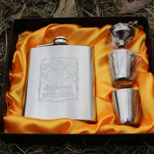 1set/lot Portable Stainless Steel Luxury Hip Flask 7oz Embossed Flagon Wine Bottle Set Pocket Flask Russian Flagon IC870659