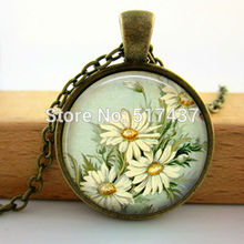 2015 New Glass Daisy Necklace Vintage Daisy Pendant Glass Art Picture Necklace Girls Glass Cabochon Necklace