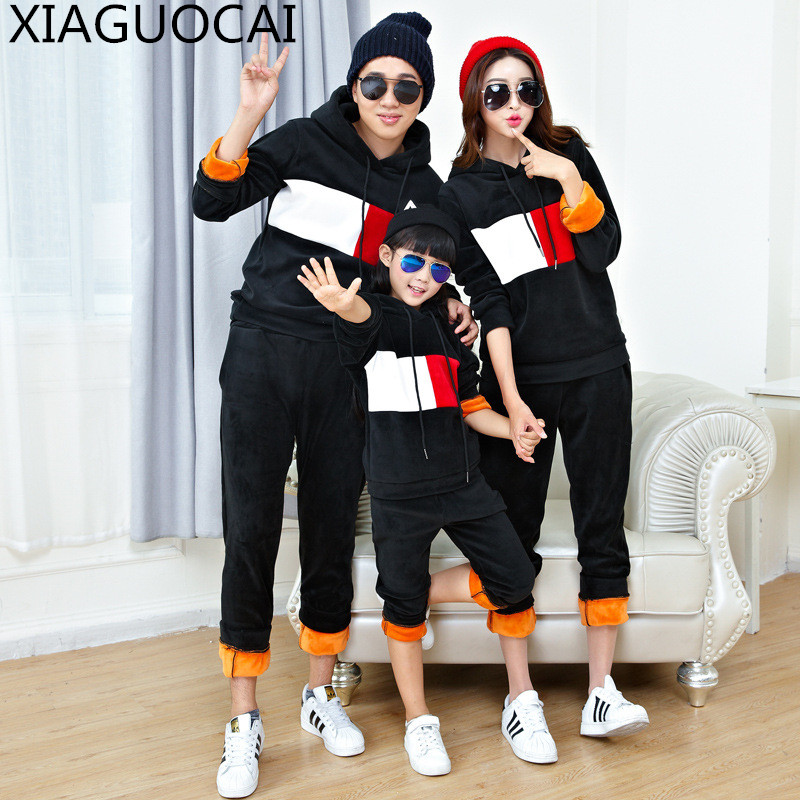 winter Family Matching Outfits Father Mother children sport sets 2pcs Hooded hoodies+trousers Plus cashmere warm clothes B9 10<br>