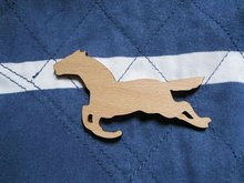 wholesale could be mix buying running horse brooch wooden brooches