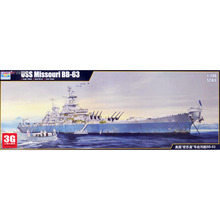 Trumpeter model  [03705] 1/200 US Battleship Missouri BB-63