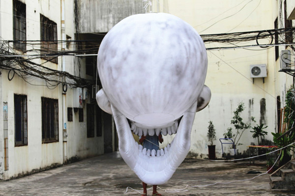 inflatable skull (2)
