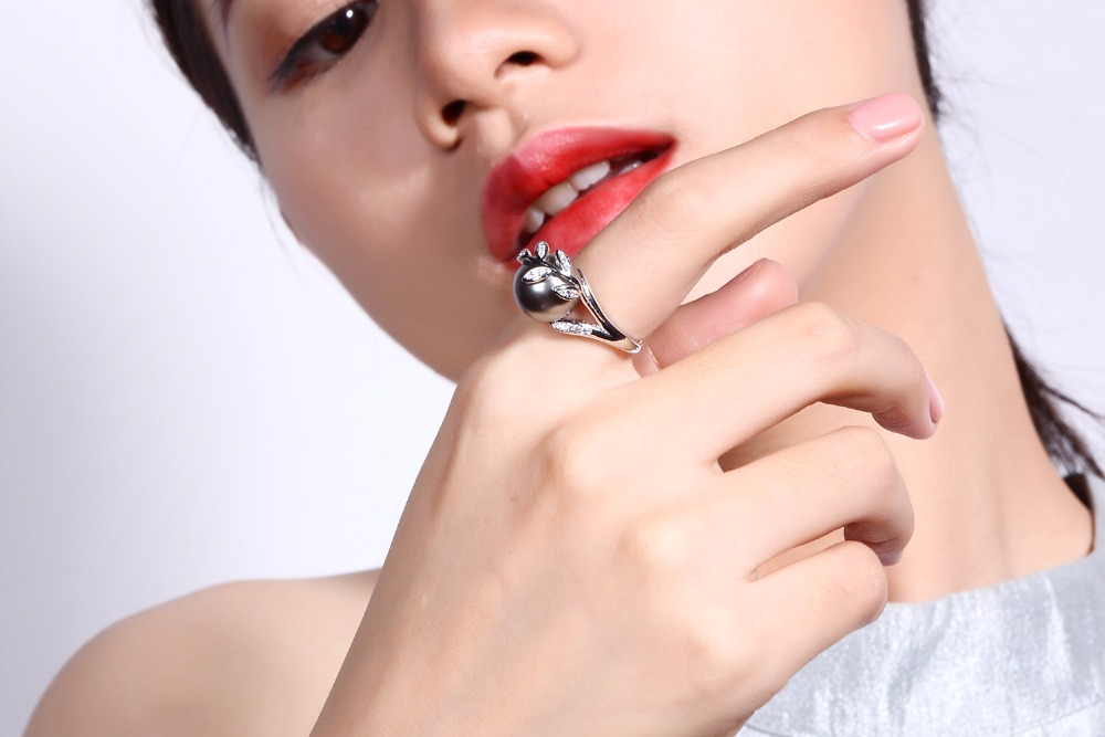 Fashion ring with Gray Pearl