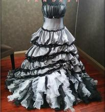 2017 Stunning Victorian Gothic Black and White Wedding Dresses Strapless Tulle Beaded Applique Colorful Bridal Gown Non White
