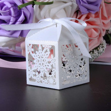 50pcs wedding favor box gift box Snowflake laser cut christmas candy box chocolate box Birthday party supplies wedding decor