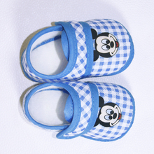 first walkers moccasins crib shoes baby shoes baby girl boy shoes for baby football boots 2016 kids girls shoes boots infants(China)