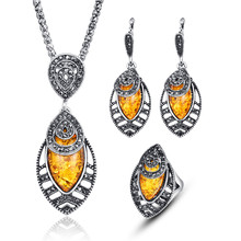 Unique Design Vintage 3Pcs Jewelry Sets For Women Black Crystal Hollow Out Resin Leaf Pendant Necklace Earrings Ring Set