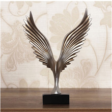 Creative Home Decor Eagle Wing Abstract Sculpture Decoration Figurine Decorative Resin Hawk Statue TV Background Xmas Gift