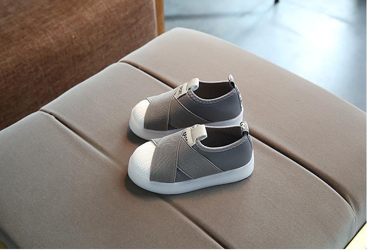أحذية الأطفال مضيئة 17