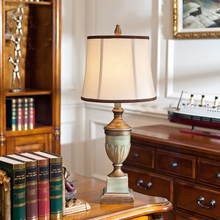European Antique Bedroom Table Lamps Vintage Table Lamps for Bedroom Resin Light Desk Light Fabric Bedroom Table Lamps abajur