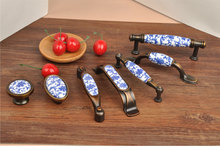 2 pcs Fashion creative blue ceramic furniture handle bronze drawer cabinet pull antique brass white and blue porcelain handle(China)