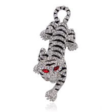 Crystal Rhinestone Tiger Brooch Pin Metal Chinese Zodiac Animal Fashion Jewelry Women Garment Accessory 2016
