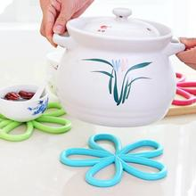 Home kitchen appliances creative Bowl Pad practical small kitchen tools kitchen Cinquefoil style Anti-hot Pot Pad(China)