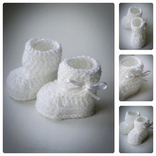 White Crochet Baby Booties with Bow,Crochet Baby Shoes,Newborn Infant Booties,Baptism Baby booties,Baby shower gift,choose sizes