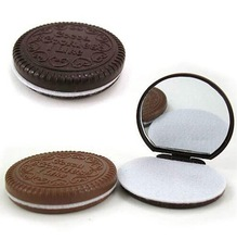 1 PCS Cute Chocolate Cookie Shaped Design Small Mirror with Comb Women Girls Makeup Tool Pocket Mirror Home Office Use