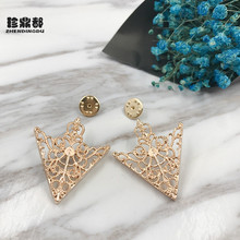 2017 Brooches Buckle Angle Triangle Golden Palace Brooch Retro Hollow Pattern Men's Shirt Collar Accessories