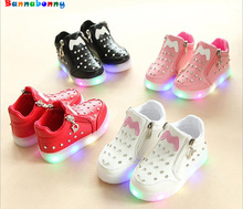 Children Shoes LED Light Popular Europe Boys Shoes Autumn Winter Girls Cartoon Sneakers Kids Led Sport Shoes