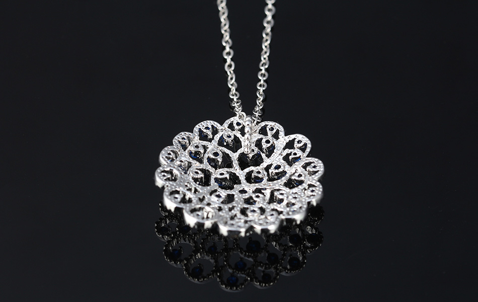 Big Round Crystal Flower Pendant Necklace