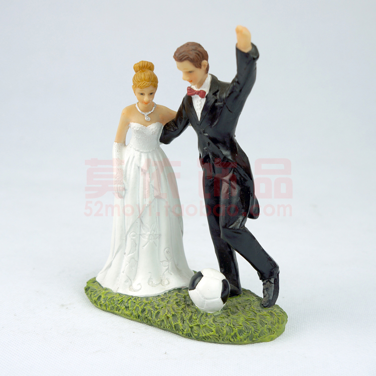 Polyresin bride and groom romantic hug palying football Europe style wedding favor cake topper home decoration gift for lover(China (Mainland))