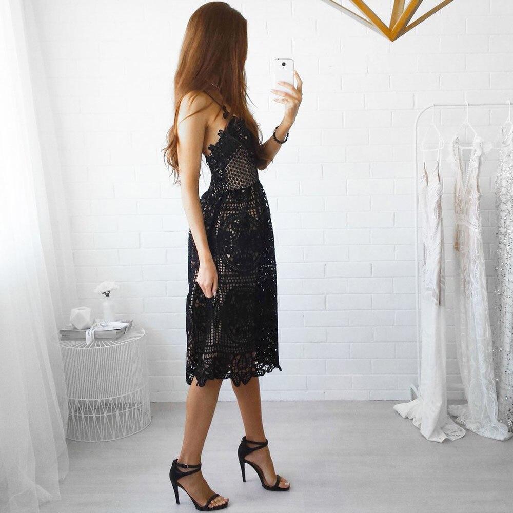 Pitsist kleit musta või valget värvi