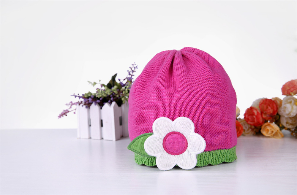Autumn or Winter baby boys or girls Cap skullies Hats cotton knitting Beanies pink&amp;green floral fit caps 0-8 years free shippingÎäåæäà è àêñåññóàðû<br><br><br>Aliexpress
