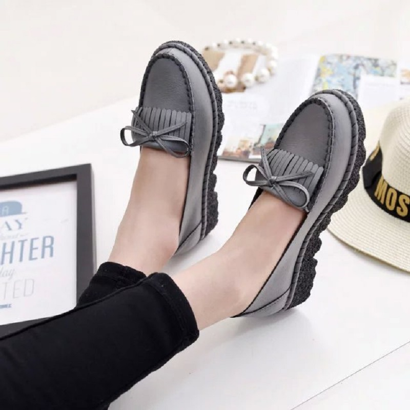 2016 spring and autumn new fashion mothers single shoes tassel flat large size women Peas shoes to drive casual comfortable wome<br><br>Aliexpress