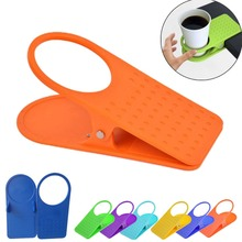 1pc Home Office Desk Table Drink Coffee Water Non-Slip Plastic Cup Mug Bottle Holder Rack Clip On Stand Grip Color Random