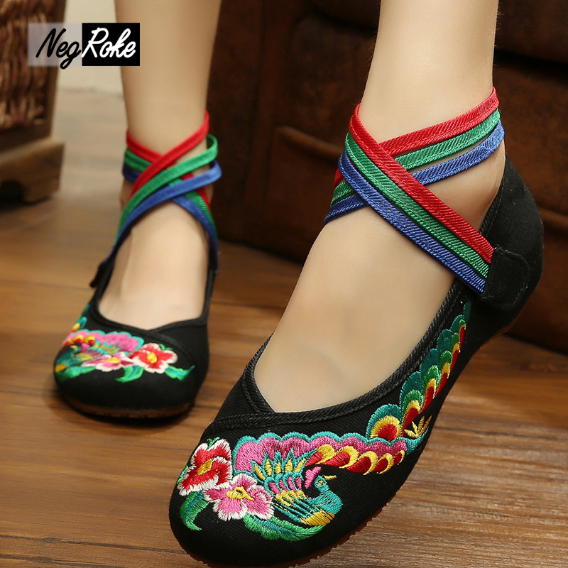 Hot sale Colorful Peacock embroidered shoes women ladies flats shoes Retro fashion Chinese style sexy flat shoes women mujer<br><br>Aliexpress