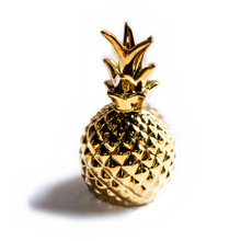 Ornamental pineapple. Hand-painted gold. Home decorating. Golden pineapple. Artesanal(China)