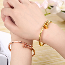Rose gold titanium steel nail bracelet screw bracelet fashion couple simple Korean hot jewelry manufacturers wholesale