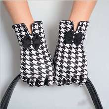 Black White Plaid Female Gloves Warm Winter Mittens 2017 Lattice Guantes Bowknot Mitaine Wholesale Glove(China)