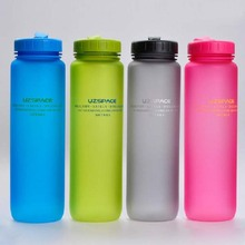 Four Color Available Plastic Water Bottle Portable Sport Kettle Shaker Bottle with Tritan Material 500ml or 1000ml BPA Free SH38