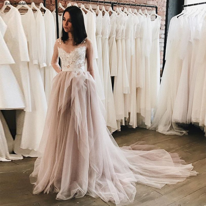 Romantic Long Sleeves A-Line Wedding Dresses Sheer Neckline Illusion Back With Flower Appliques 2019 Mariage Gown abiti da sposa