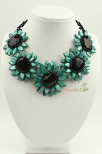 N14042509 green MOP shell crystal flower necklace