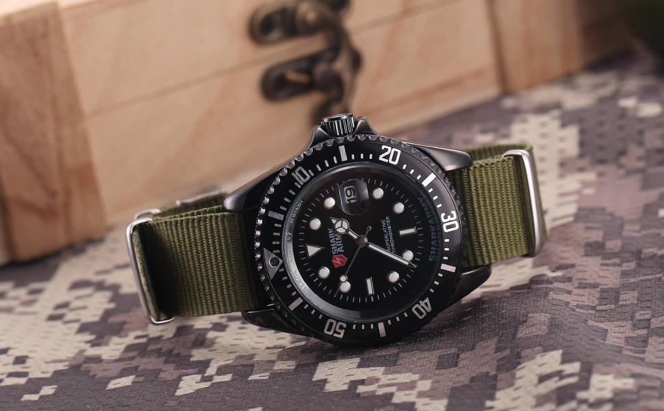 กองทัพฉลามสร้างสรรค์นาฬิกากองทัพสี 17