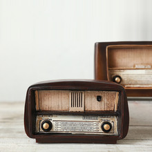 Vintage Style Zakka Home Decor Brown Vintage Radio Model Home Decorative Display Ornament Christmas Birthday Festival Gifts