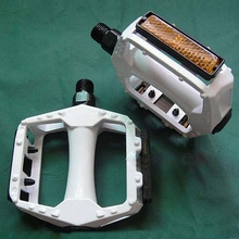 NEW White Special Giant Bicycle Pedal Mountain Bike Pedal
