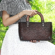 2017 new Thai version of the seaweed bag woven bag package national wind woven bag retro wooden handle lady handbag