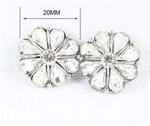 Hot sales 20pcs/lot flower shaped rhinestone 20mm snap button metal charm fit for Children's DIY leather bracelet jewerly gifts(China)