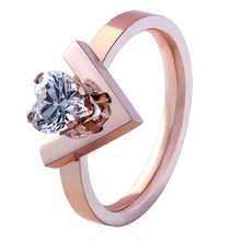 High Quality Unique Design V Shape Inlaid Heart Crystal Ring Women Wedding Ring Stainless Steel Rose Gold Color Luxury Love Ring