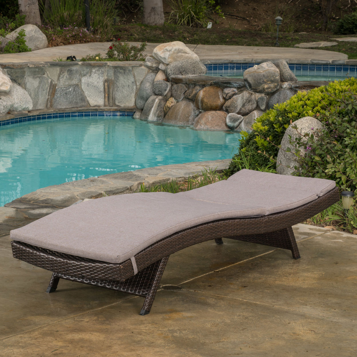 Lakeport Outdoor Adjustable Chaise Lounge Chair w/ Cushion (4)