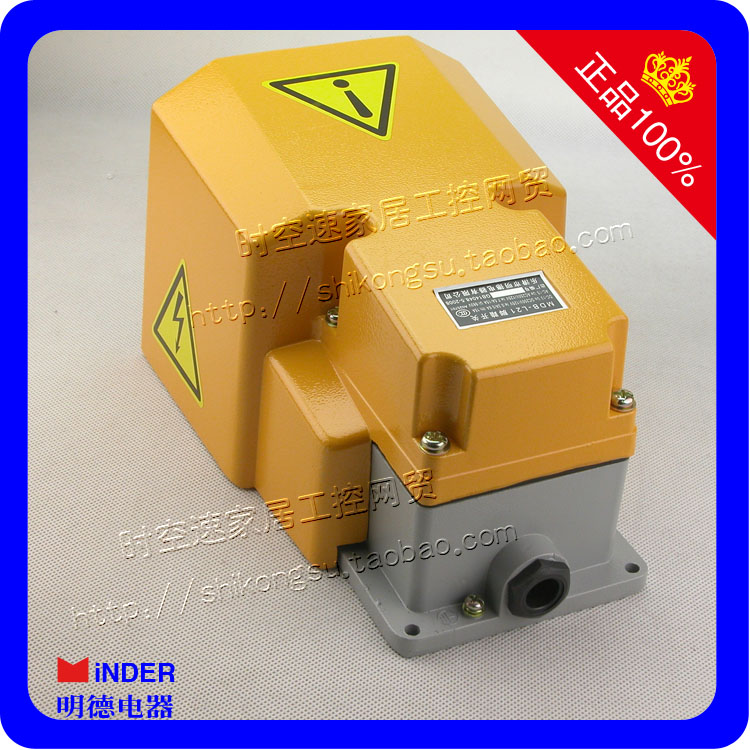 Middlebury footswitch MDB-L21 infront of high quality Silver Aluminum LTH1/6<br>