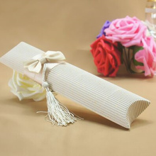 20pcs  Beige/Red Wedding DIY Tassels Candy Box Pretty Pillow Shape Wedding Favor Boxes European Candy Box Free Shipping