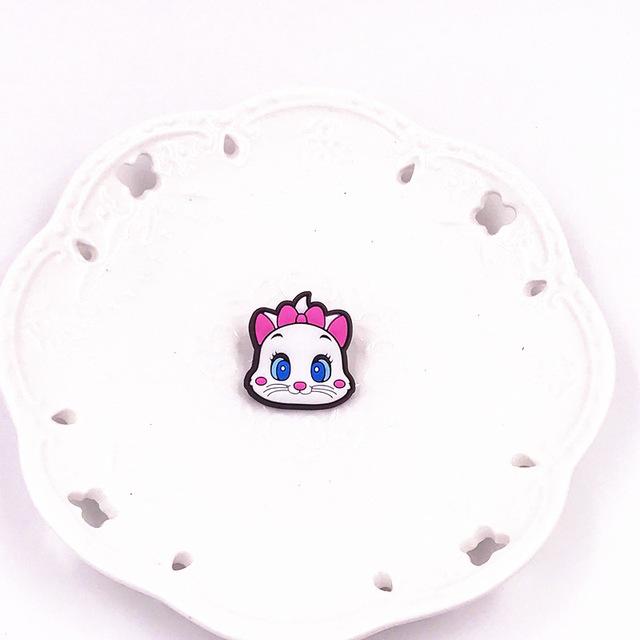 1PCS-Cute-Bear-Dog-Mickey-Minnie-Badges-Pin-Kawaii-Cartoon-Icon-Badges-Buttons-Pins-Badges-Bags.jpg_640x640 (11)