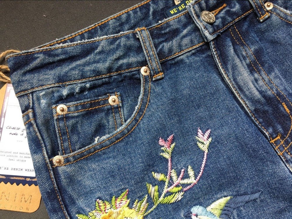 2017 Europe and the United States women's three-dimensional 3D heavy craft bird flowers before and after embroidery high waist Slim straight jeans large code system 46 yards (16)