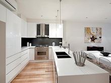 White lacquer modern kitchen cabinets with soft closing hinge & drawer slider