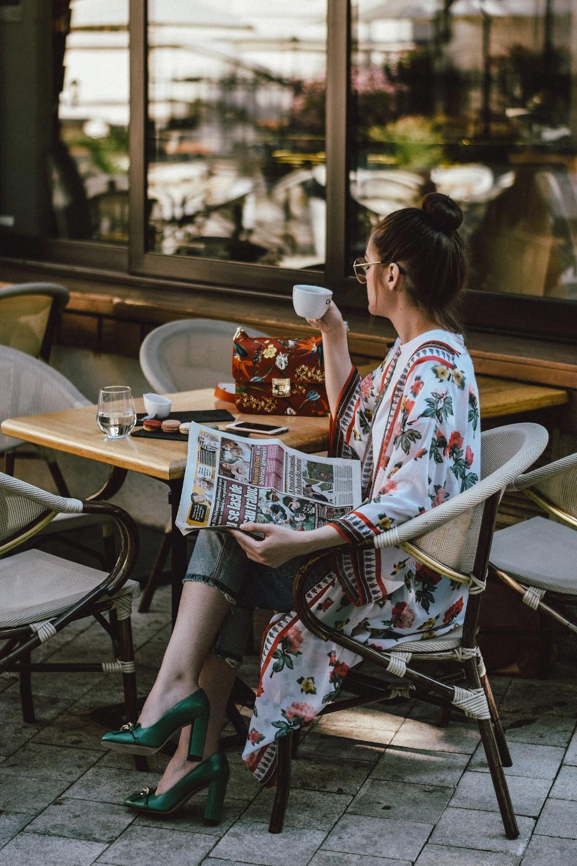 Floral-kimono-two-tone-boyfriend-jeans-green-gucci-pumps-floral-coral-bag-clear-lens-glasses-andreea-birsan-couturezilla-cute-summer-outfit-2
