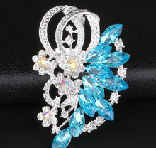 2017 New Fashion Delicate Rhinestone Brooch Resin Peacock Train Corsage Personality Heart Flower Corsage Pin Cape Buckle Female(China)