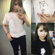 2017 new Hong Kong fashion summer trend brand middle finger pocket cheap cat wild Harajuku big men and women T-shirt WT02