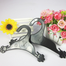 1 Piece Pets Clothes Hanger Dog Claw Shape Black Dogs And Cats Plastic Clothes-racks Pets Accessories(China)